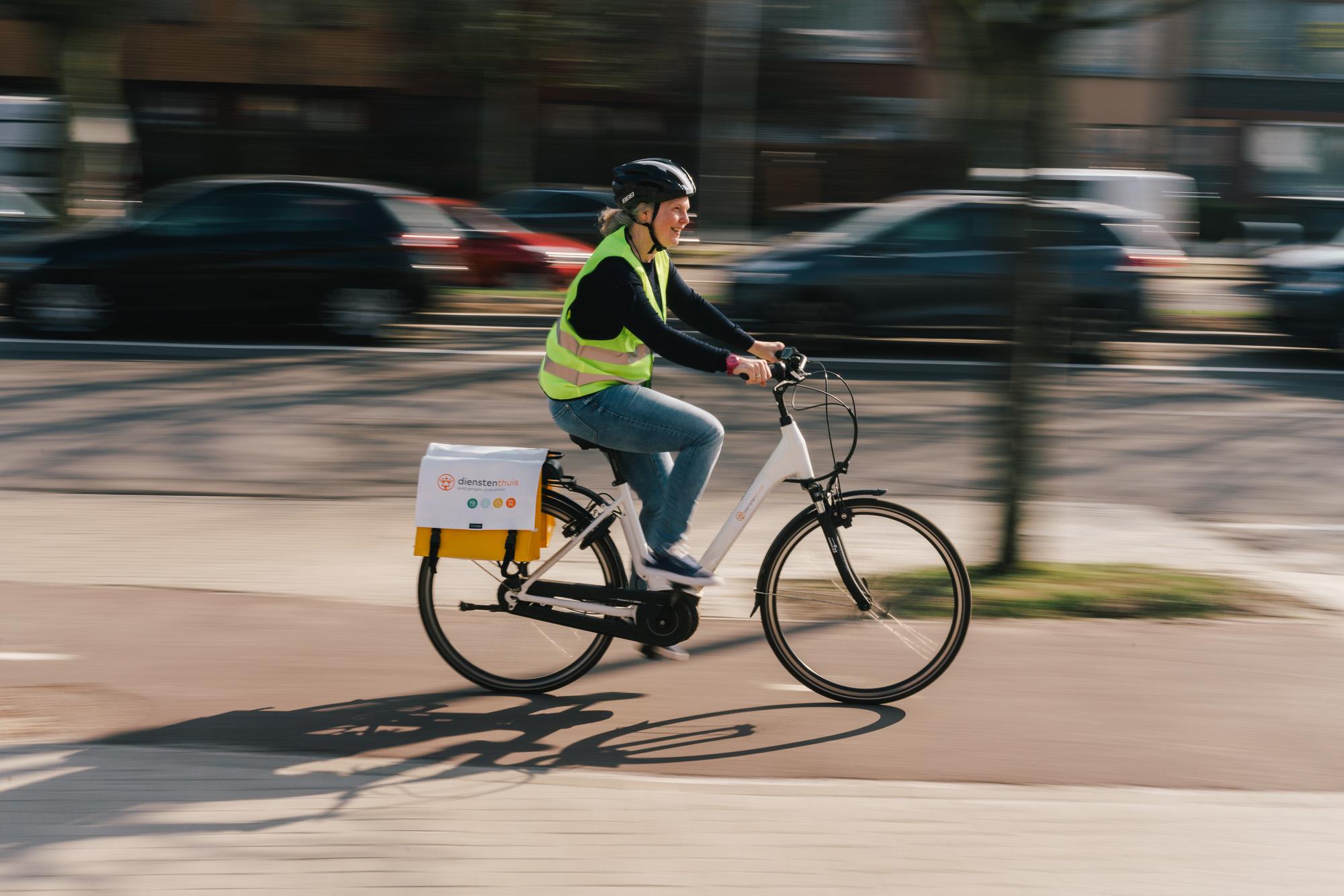 Dienstenthuis zet verder in op duurzame mobiliteit en breidt haar fietsaanbod aan medewerkers uit met pechverhelping